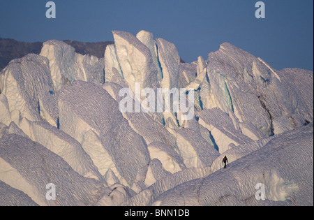 Bergsteiger zu Fuß auf Ridge Matanuska Gletscher Alaska - Stockfoto