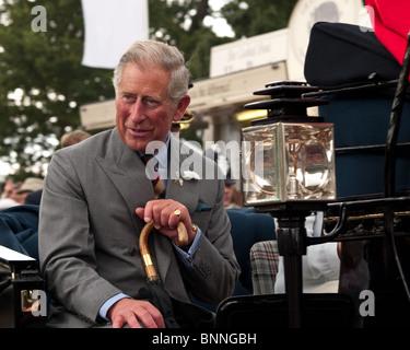 Seine königliche Hoheit Prinz Charles, Prinz von Wales in Pferd gezeichneten Landau verlassen der Sandringham Flower - Stockfoto