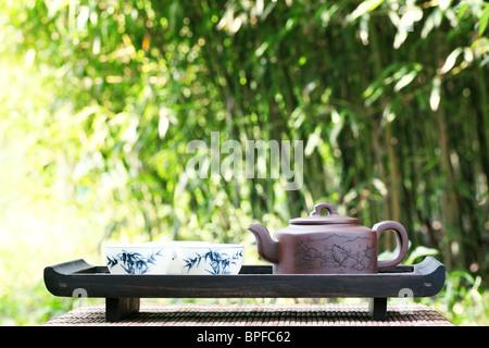 Klassische asiatische Tee-Set im freien - Stockfoto