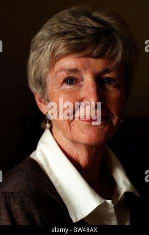 Ein Porträt des weiblichen Rentner Alter von 70 Jahren. - Stockfoto