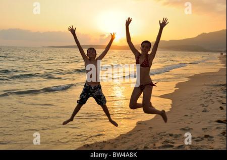 Kinder im Urlaub Costa De La Luz Spanien-Bruder und Schwester Andalusien Spanien Tarifa - Stockfoto