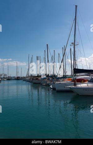 Fuerteventura, Kanarische Inseln - Corralejo-Marina und Yacht-Liegeplätze. - Stockfoto