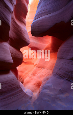 Sandsteinmauern im Lower Antelope Canyon - Stockfoto