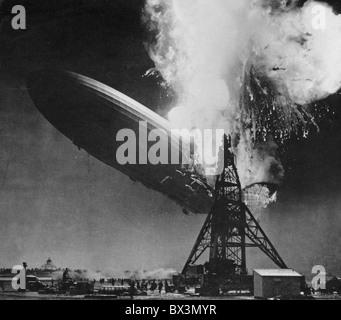 6. Mai 1937 HINDENBURG-Katastrophe. Deutsche Pkw-Luftschiffs LZ 129 fotografiert von Sam Shere in Lakehurst Naval - Stockfoto