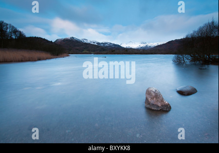 Langzeitbelichtung Winter Dawn in Elterwater im Great Langdale Valley, Lake district - Stockfoto