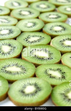 Kiwi FRUCHTSCHEIBEN - Stockfoto
