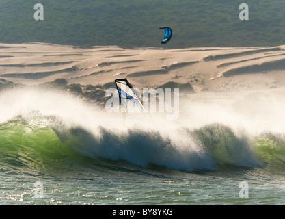 Windsurfen in Tarifa, Cadiz, Costa De La Luz, Andalusien, Sapin. - Stockfoto