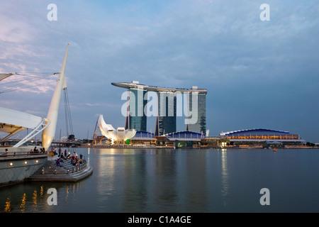 Das Marina Bay Sands Singapore angesehen von der Esplanade.  Marina Bay, Singapur - Stockfoto