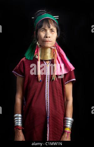 Karen Langhals Musiker Frau, Huay Pu Keng, Mae Hong Son, Thailand - Stockfoto