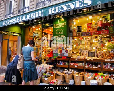 """Paris, Frankreich, Frauen im französischen Haushaltswaren Shop Front in """"Saint Germain des Pres"""" Shopping District, - Stockfoto"""