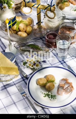 schwedische traditionellen mittsommer pol maibaum stockfoto bild 169079619 alamy. Black Bedroom Furniture Sets. Home Design Ideas