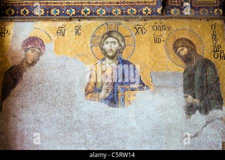 Deesis Mosaik von Jesus Christus (bekannt als Christus Pantokrator) flankiert von der Jungfrau Maria und Johannes - Stockfoto