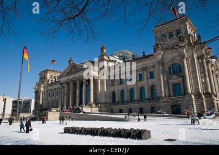 Bundestag, Reichstagsgebäude, in Wintersonne, Berlin, Deutschland - Stockfoto