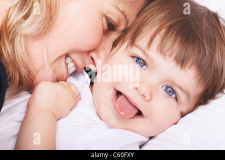 Mutter und Tochter spielen - Stockfoto