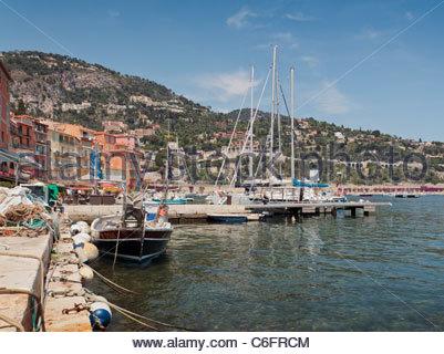 Blick auf den Yachthafen, Villefranche-Sur-Mer, Côte d ' Azur, Frankreich. - Stockfoto