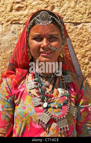 Porträt-Indianerin tribal Schmuck Jaisalmer westlichen Rajasthan Indien - Stockfoto