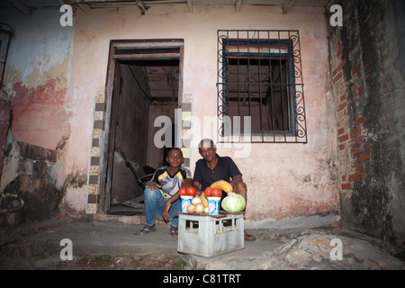 hispanische familie drau en zuhause stockfoto bild 40034292 alamy. Black Bedroom Furniture Sets. Home Design Ideas