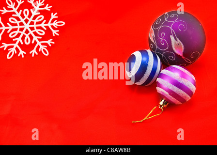 Weihnachten Hintergrund. Silvester Spielzeug und Schneeflocke - Stockfoto