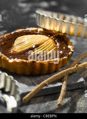 Schokolade, Birne und Lakritze Törtchen - Stockfoto