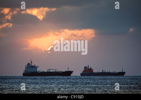 Den Niederlanden, Oranjestad, Sint Eustatius Insel, Niederländische Karibik. Öltanker. - Stockfoto