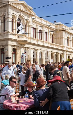 High Noon Gemeinschaft Festival ist eine lokale Northcote-Musikfestival in Melbourne, Australien-Familie genießen - Stockfoto