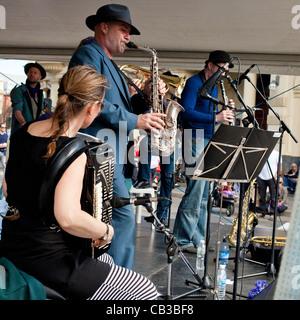 High Noon-Gemeinschaft-Festival ist ein Northcote lokale Musik Fest in Melbourne, Australien-Band spielt auf der - Stockfoto