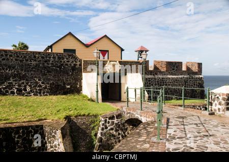 Hafen Fort Oranje Oranjestad Hofeinfahrt mit Wassergraben Sint Eustatius Insel in der Karibik Niederlande - Stockfoto