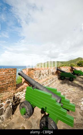 Kanonen über Hafen Fort Oranje Oranjestad Sint Eustatius Insel in der Karibik Niederlande - Stockfoto