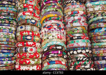 China, Hong Kong, Stanley Market, Anzeige der Armreifen - Stockfoto
