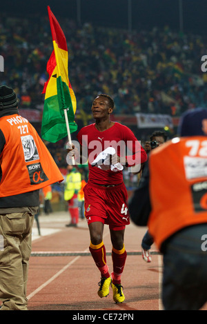 John Pantsil von Ghana trägt die nationale Flagge nach Ghana die USA in eine 2010 FIFA World Cup Runde 16 Match - Stockfoto