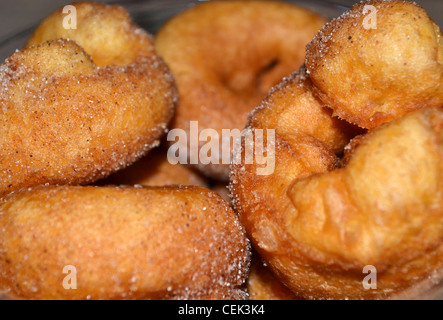 frische mini zimt donuts stockfoto bild 43445912 alamy. Black Bedroom Furniture Sets. Home Design Ideas