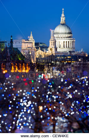 St. Pauls Cathedral, London, von der South Bank. - Stockfoto