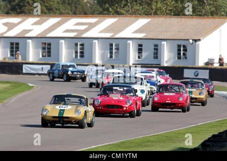 Goodwood Estate, Chichester, UK. 15. September 2012. Martin Stretton seine 1964 Lotus 26R fahren (Auto 62) abgebildet, - Stockfoto