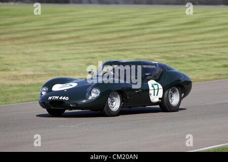 Goodwood Estate, Chichester, UK. 15. September 2012. Richard Attwood ein 1963 Lister Jaguar Coupé während der RAC - Stockfoto