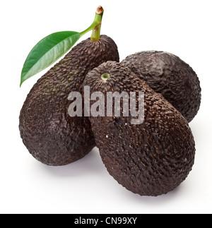 reife gr ne avocado mit bl ttern auf h lzernen hintergrund closeup stockfoto bild 167932889. Black Bedroom Furniture Sets. Home Design Ideas