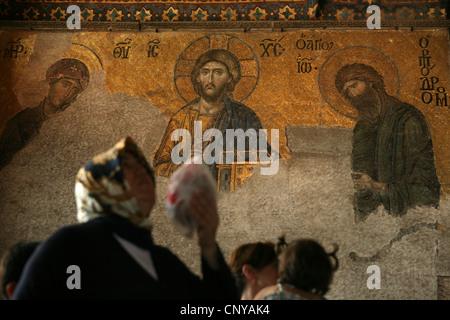 Byzantinische Deesis Mosaik auf den oberen Galerien der Hagia Sophia in Istanbul, Türkei. - Stockfoto