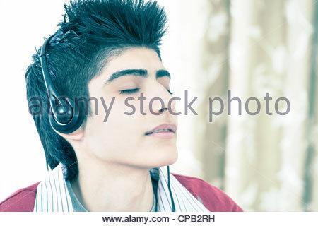 Teenager, Musik hören - Stockfoto