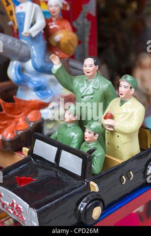 Vintage chinesische kommunistische Propaganda-Figuren zum Verkauf in Hollywood Road, Hong Kong, China, Asien - Stockfoto