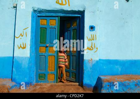 Nubische gemalten Dorf in der Nähe von Assuan, Ägypten, Nordafrika, Afrika - Stockfoto
