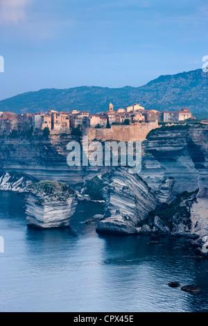 Bonifacio im Morgengrauen, Korsika, Frankreich - Stockfoto