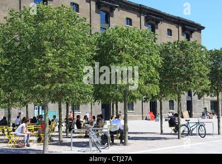 Granary Square in London NC1, in des Königs Cross Regeneration Bereich - Stockfoto