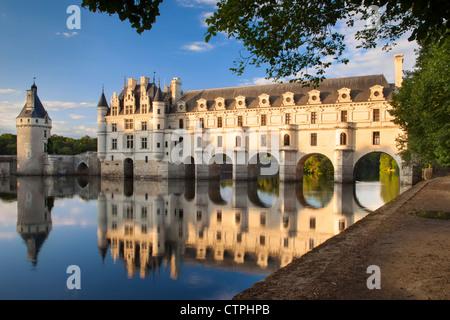 Am Abend Sonnenlicht auf Schloss Chenonceau und Fluss Cher, Indre-et-Loire, Centre Frankreich - Stockfoto