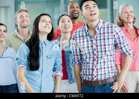 Gruppe von Menschen, die nach oben - Stockfoto