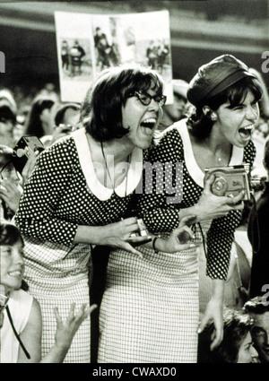 """BEATLES FANS schreien bei einem Konzert im Shea Stadium, NY, 15.08.65, anzeigen, was heißt, """"Beatlemania."""". Höflichkeit: - Stockfoto"""