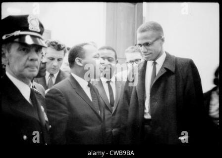 Martin Luther King Jr., und Malcolm X, Pressekonferenz, 1964 warten. - Stockfoto