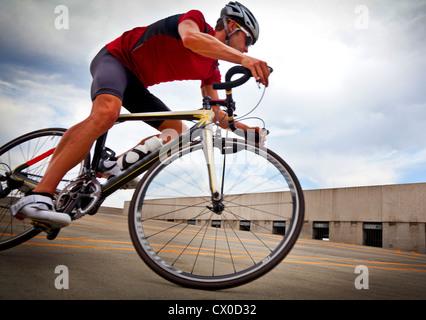 Radfahrer fahren Fahrrad - Stockfoto