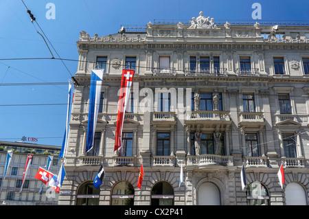 Paradeplatz, UBS, Credit Suisse, Schweizer Fahnen, 1. August, nationaler Tag, Schweiz, Zürich, - Stockfoto