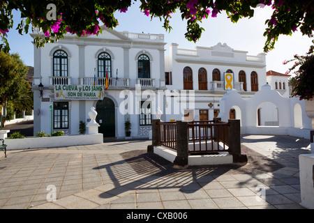 Plaza De La Constitución und Ayuntamiento (Rathaus), Haria, Lanzarote, Kanarische Inseln, Spanien, Europa - Stockfoto