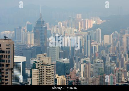 Smog über den Wolkenkratzern in der Central District von Hong Kong, China, Asien - Stockfoto