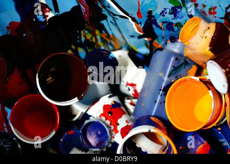Kunststoff Glassess mit Farbenfarbe - Stockfoto